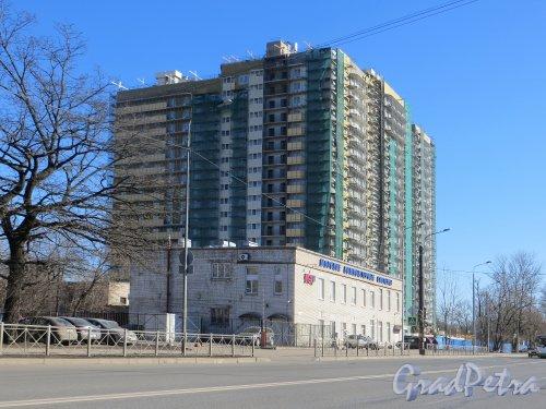 улица Бабушкина, дом 82. Строительство корпуса №1 жилого комплекса «Невская звезда». Фото 15 марта 2015 года.