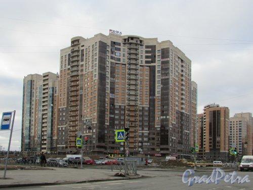 улица Бутлерова, дом 11, корпус 4. Общий вид корпуса ЖК «Академ-Парк». Фото 13 марта 2016 года.
