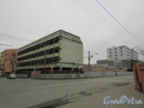 Херсонская улица, дом 43/ улица Александра Невского, дом 12. Снос здания многоэтажного паркинга. Фото 2 апреля 2016 года.
