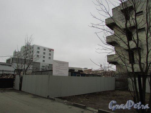 Херсонская улица, дом 43/ улица Александра Невского, дом 12. Снос многоуровневого паркинга. Вид на участок по Херсонской улице. Фото 2 апреля 2016 года.