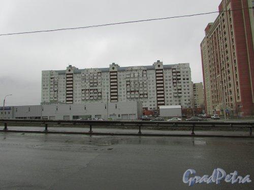 улица Савушкина, дом 115, корпус 4, литера А. Общий вид жилого дома со стороны Планерной улицы. Фото 2 апреля 2016 года.
