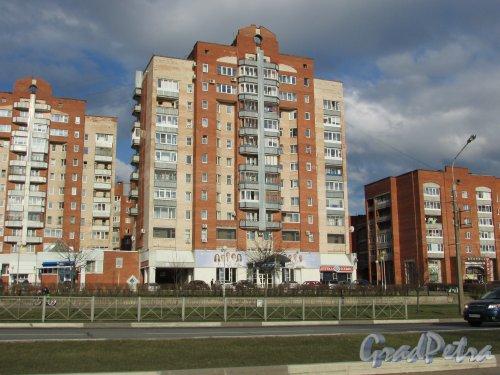 Лен. область, Ломоносовский район, Ленинградская улица, дом 32. Общий вид 12-этажного жилого дома. Фото 9 апреля 2016 года.