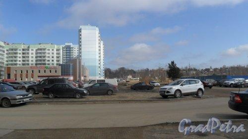 Всеволожск, микрорайон Южный. Панорама Крамской улицы от Московской улицы в сторону улицы Малиновского. Фото 10 апреля 2016 года.