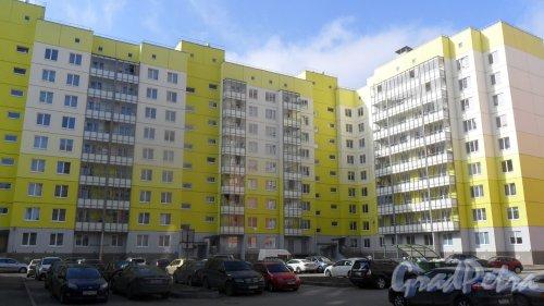 Всеволожск, микрорайон Южный, улица Московская, дом 27/5. Вид дома со двора. Фото 10 апреля 2016 года.