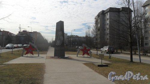 Всеволожск, микрорайон Южный, улица Московская, аллея Поколений. Памятник Защитникам Отечества. Фото 12 апреля 2016 года.