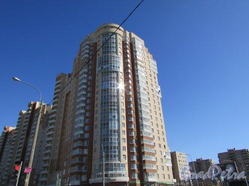 Улица Димитрова, дом 3, корпус 1, литера А. Угловая часть жилого дома «Кассиопея» со стороны Купчинской улицы. Фото 16 апреля 2016 года.