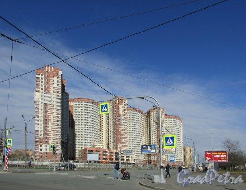 улица Орджоникидзе, дом 52, литера А. Общий вид жилого комплекса «Звёздный». 15 апреля 2016 года.