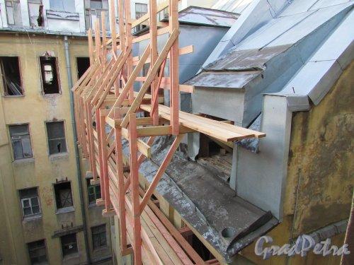 Улица Чайковского, дом 79, литера А. Работы по реконструкции левой дворовой части лицевого здания. 16 апреля 2016 года.