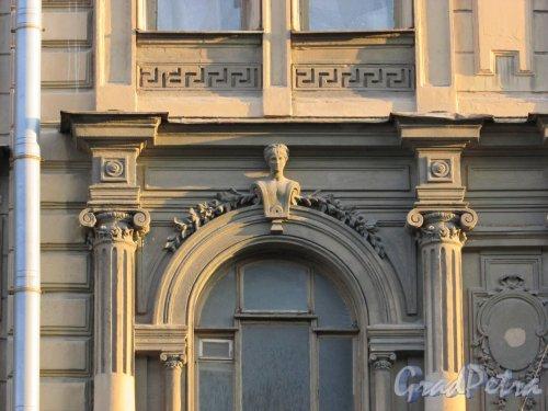 Улица Чайковского, дом 79, литера А. Художественное оформление фасада со стороны улица Чайковского. 16 апреля 2016 года.