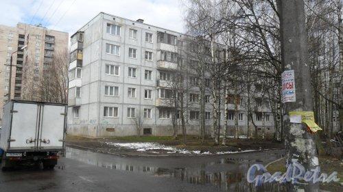 Всеволожск, улица Вокка, дом 12, корпус 2. 5-этажный жилой дом 1976 года постройки. Вид дома в сторону Колтушского шоссе. Фото 16 апреля 2016 года.