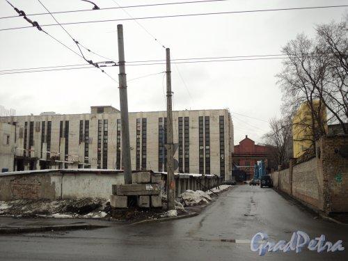 Перспектива участка Мариинской улицы от улицы Решетникова до корпусов завода «Электросила». Фото 6 апреля 2011 года.