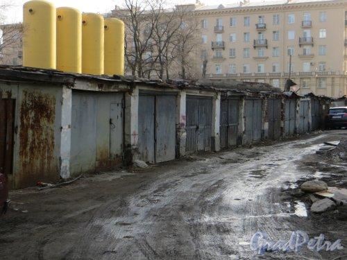 Сохранившиеся гаражи на Мариинской улице. Фото 27 февраля 2014 года.