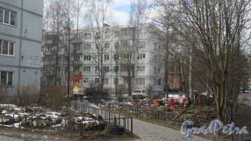 г. Всеволожск, улица Вокка, дом 12, корпус 2. 5-этажный жилой дом 1976 года постройки. 10 парадных, 150 квартир. Фото 16 апреля 2016 года.