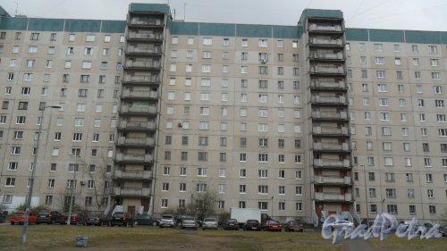 Улица Коллонтай, дом 16, корпус 1. 12-этажный жилой дом 137 серии 1993 года постройки. 4 парадные, 236 квартир. Вид дома со двора. Фото 22 апреля 2016 года.
