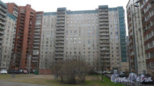 Улица Коллонтай, дом 14, корпус 3. 16-этажный жилой дом 137 серии 1995 года постройки. 2 парадные, 158 квартир. Фото 22 апреля 2016 года.