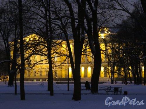 Инженерная ул., д. 4. Михайловский дворец. Вид садового фасада Дворца зимой в вечернем освещении. фото январь 2015 г.