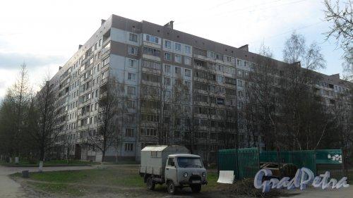 Всеволожск, улица Плоткина, дом 5. 9-этажный жилой дом 1990 года постройки. 8 парадных, 296 квартир. Фото 30 апреля 2016 года.