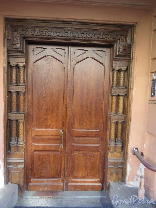 Фурштатская ул., д. 11. Доходный дом 3. М. и А. А. Зайцевых. Дверь парадной. фото март 2015 г.