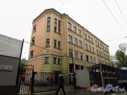 Введенская улица, дом 3, литера А. Фасад здания со стороны Большой Пушкарской улицы до реконструкции. Фото 8 июля 2016 года.