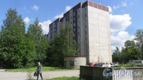 Всеволожск, улица Дружбы, дом 4, корпус 1. 9-этажный жилой дом 121 серии 1990 года постройки. 2 парадные, 72 квартиры. Фото 11 июля 2016 года.