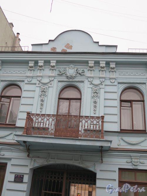 Фурштатская ул., д. 6. Особняк А. А. Мойры. Центральная часть фасада. Фото апрель 2015 г.