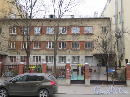 Фурштатская ул., д. 22. Детский сад №41. Общий вид фасада с Фурштатской ул. Фото апрель 2015 г.