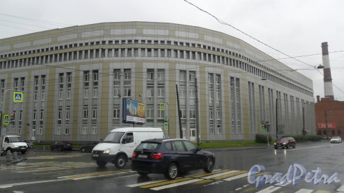 Новгородская улица, дом 13, корпус 2. 5-этажное административное здание. Фото 18 июля 2016 года.