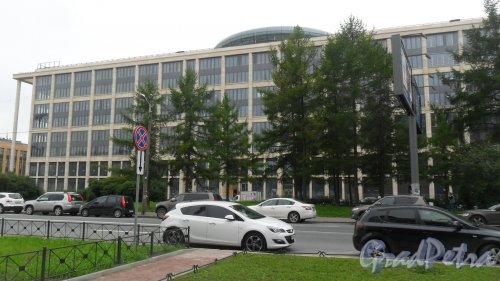 Новгородская улица, дом 20, литер А. Вид здания с Кирочной улицы. Фото 22 июля 2016 года.