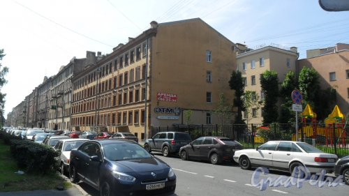 Улица Моисеенко, дом 25 / Кирилловская улица, дом 24. 4-этажный жилой дом 1898 года постройки, год проведения реконструкции 2001, 2 парадные, 49 квартир. В здании расположена торговая компания