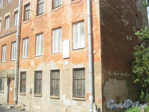 ул. Жукова, дом 7, литреа В. Фрагмент фасада здания. Фото 9 августа 2016 г.