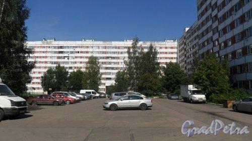 Всеволожск, улица Ленинградская, дом 21, корпус 2. 9-этажный жилой дом серии 1-ЛГ600А 1988 года постройки. 8 парадных, 286 квартир. Фото 23 августа 2016 года.