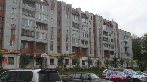 Всеволожск, Магистральная улица, дом 8. 5-6-этажный жилой дом 2001 года постройки. 4 парадные, 101 квартира. Фото 22 сентября 2016 года.