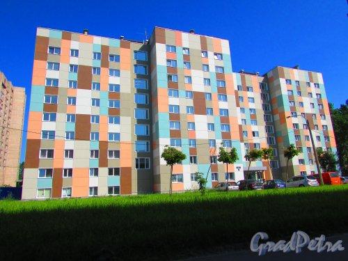Запорожская улица, дом 21, литера А. Общий вид общежития после реконструкции. Фото 3 июня 2016 года.