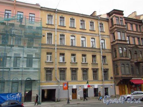 улица Жуковского, дом 13. Общий вид фасада здания и вход в ресторан «2TACO&CO». Фото 21 октября 2016 года.