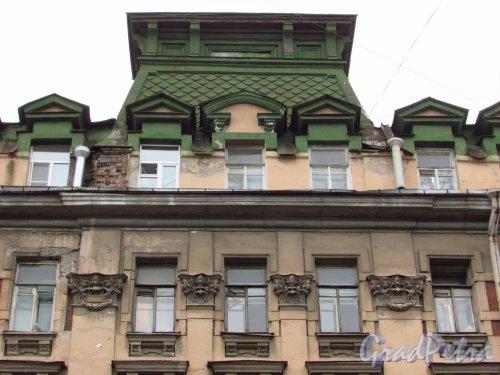 улица Жуковского, дом 7-9. Центральная часть фасада доходного дома В. П. Брискорна. Фото 21 октября 2016 года.