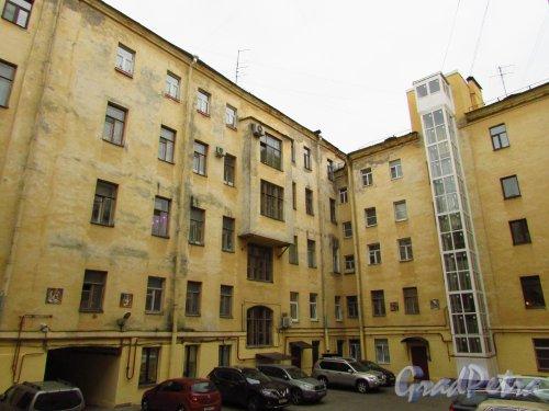 улица Жуковского, дом 6. Левая часть двора. Фото 21 октября 2016 года.