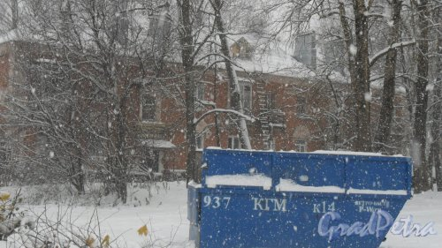 Всеволожский район, поселое имени Морозова, улица Хесина, дом 12. Вид дома со двора. Фото 5 ноября 2016 года. Такого снегопада...не видели ни разу.