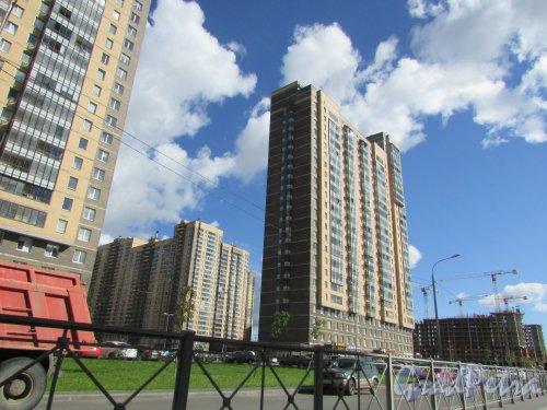 посёлок Парголово, улица Николая Рубцова, дом 9. Фасад со стороны улицы Николая Рубцова. Фото 31 августа 2016 года.