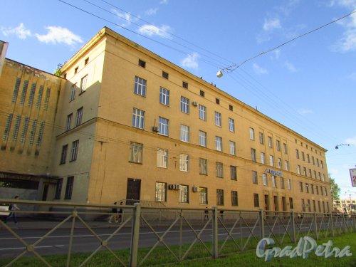 Кантемировская улица, дом 11. Корпус машиностроительного завода им. Климова со стороны Кантемировской улицы. Фото 8 сентября 2016 года.