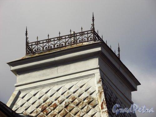 Большая Монетная улица, дом 17-19, литера Б. Ограда пинакля. Фото 8 сентября 2016 года.
