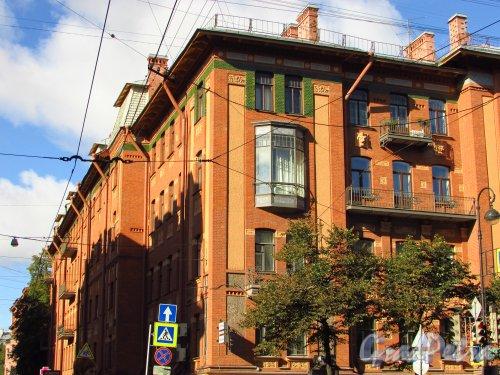 Большая Монетная улица, дом 10. Угловая часть здания со стороны Каменноостровского проспекта. Фото 8 сентября 2016 года.