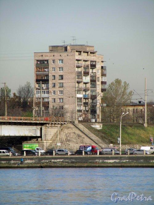 Гранитная улица, дом 4, литера А. Общий вид жилого дома от проспект Обуховской Обороны. Фото 12 апреля 2011 года.