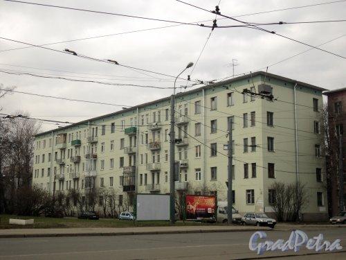 Гранитная улица, дом 18. Общий вид жилого дома. Фото 12 апреля 2011 года.