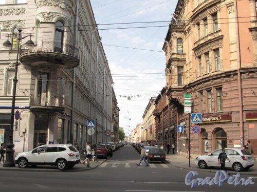 Перспектива Дегтярной улицы от Невского проспекта в сторону 2-й Советской улицы. Фото 22 мая 2012 года.