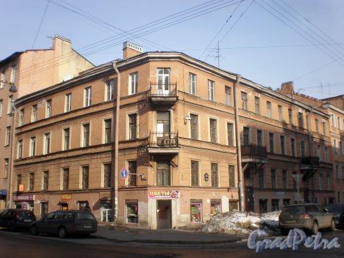 Дегтярная улица, дом 9 (правая сторона) / 4-я Советская улица, дом 32. Общий вид угловой части здания. Фото 26 марта 2010 года.