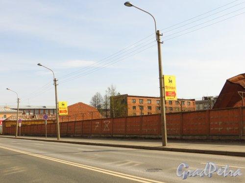 Железноводская улица, дом 3а. Вид территории в/ч 2438 Погранслужбы РФ со стороны Уральской улицы. Фото 9 мая 2013 года.