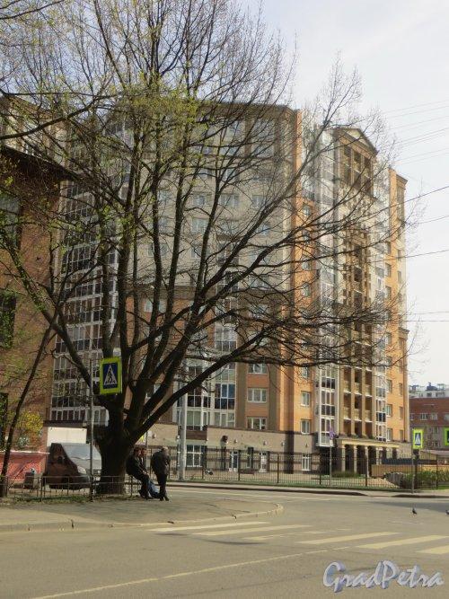 Железноводская улица, дом 32. Угловая часть жилого дома «Адмирал Нахимов». Фото 6 мая 2015 года.