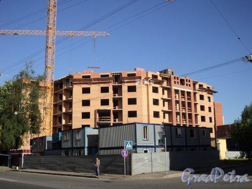 Железноводская улица, дом 32. Строительство жилого дома «Адмирал Нахимов». Фото 4 июня 2010 года.