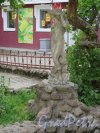Соборная ул. (Гатчина), д. 7. Торговый комплекс «Арбат». Внутренний двор с фонтаном. фото июнь 2915 г.