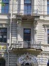 Ул. Чайковского, д. 38/Пр. Чернышевского, д. 9. Доходный дом П. П. Вейнера. Фрагмент центральной части (Балкон 2-го этажа). фото июль 2015 г.